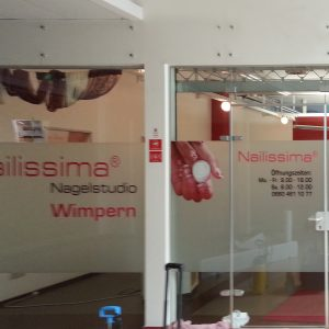 Schaufensterbeklebung für Nailissima Nagelstudio & Wimpern